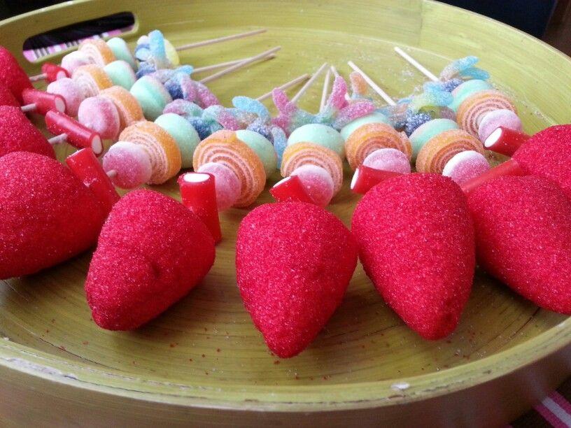 Brochetas de chuches caseras dulces pinterest fiesta - Mesa de chuches casera ...
