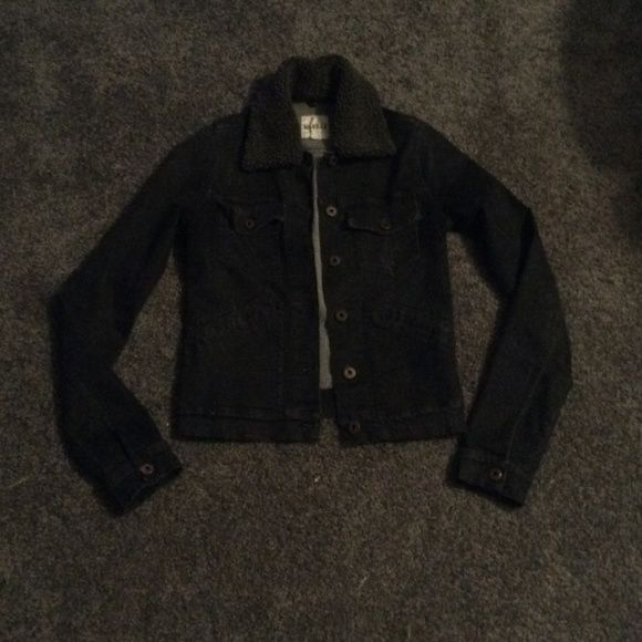 """RARE Brandy Melville Jacket Size """"M"""" but fits like a small.                                                                                             NO TRADES & LOWER OFFSITE Brandy Melville Jackets & Coats Jean Jackets"""