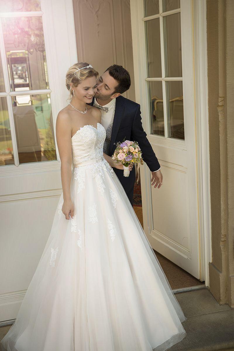 Brautkleid 12850 Cynthia mit Stola, Tüll-Stickerei | Hochzeit Kleid ...