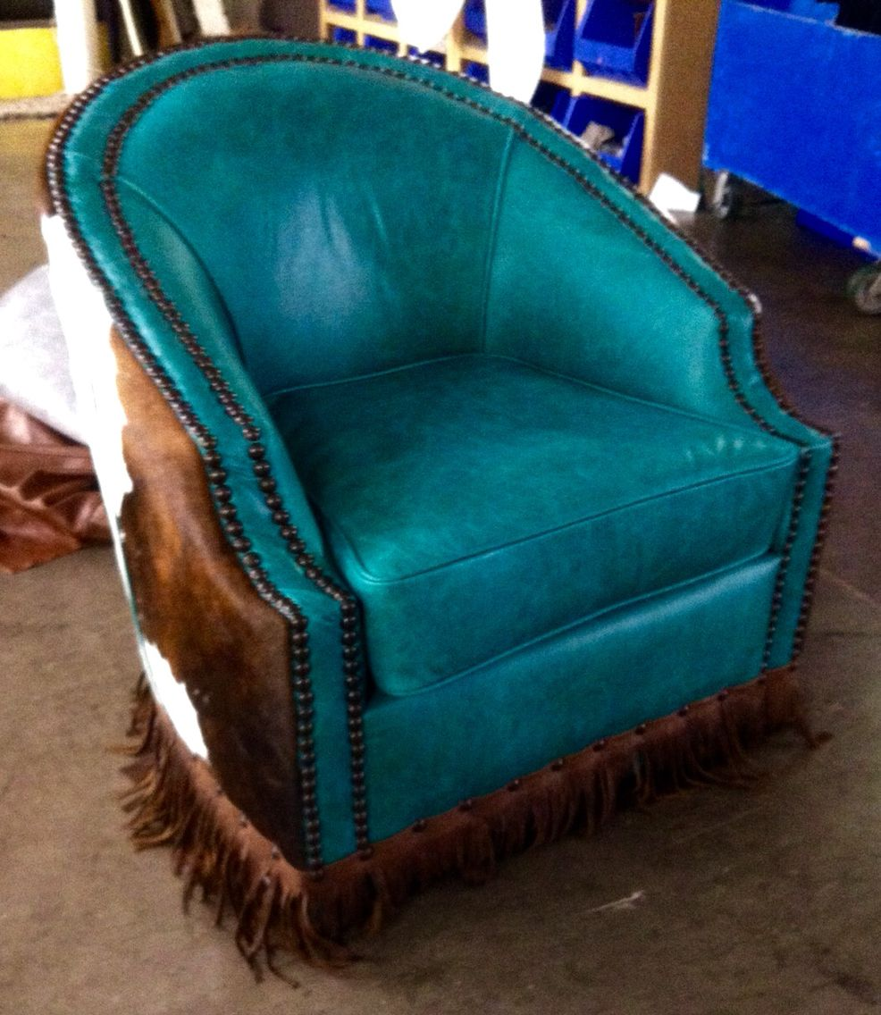 Merveilleux Nellore Swivel Chair In Turquoise Wrapped With Brown U0026 White Cowhide