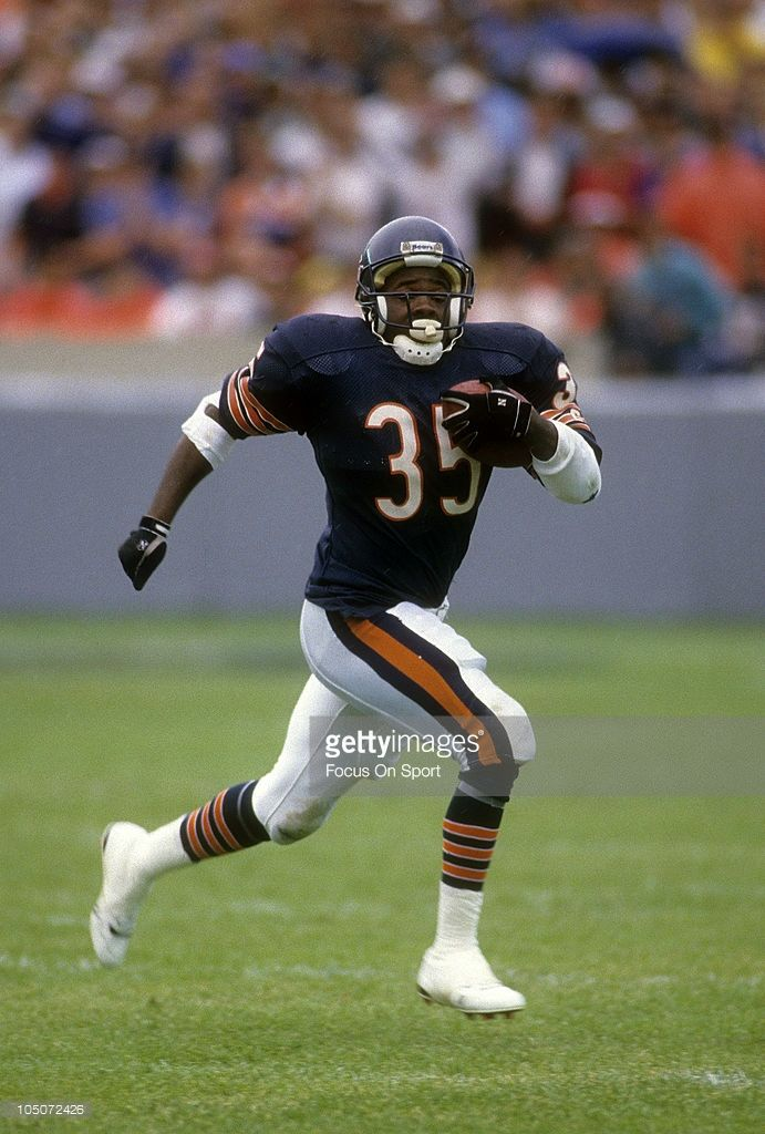 Running Back Neal Anderson Of The Chicago Bears Carries The Ball Chicago Bears Football Chicago Bears Bears Football