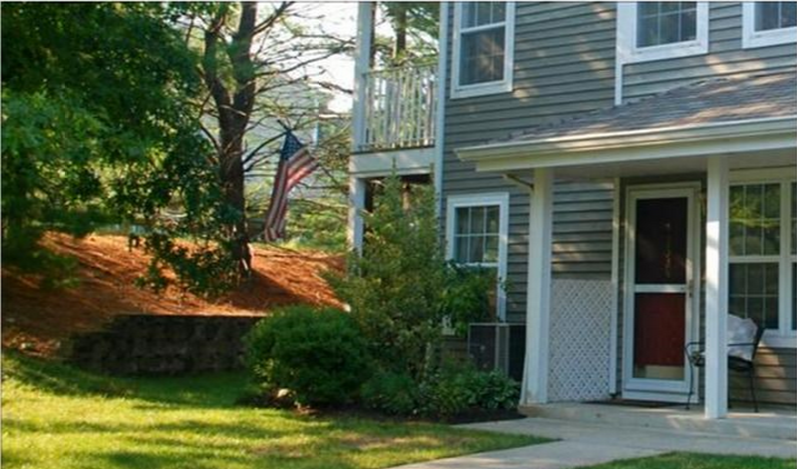 FOR RENT:  First floor, end unit condo in Paddington Square, Mahwah.   Newer stainless steel appliances plus washer/dryer in unit!   Call Candace for a showing:  201-579-3009  www.candacelarson.com