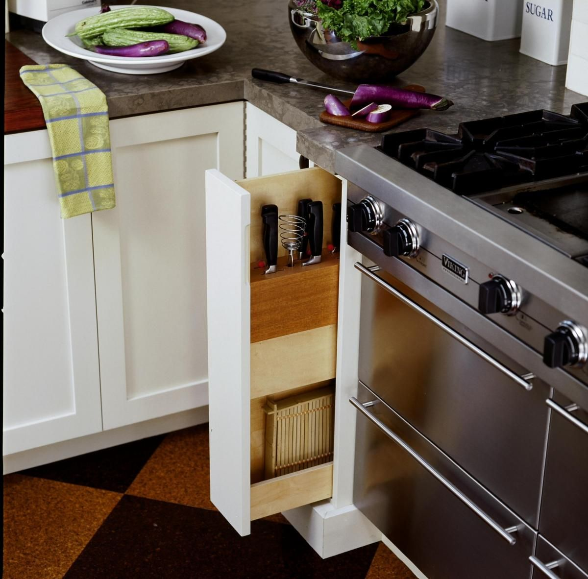store knives and other kitchen contraptions in the most narrow spaces