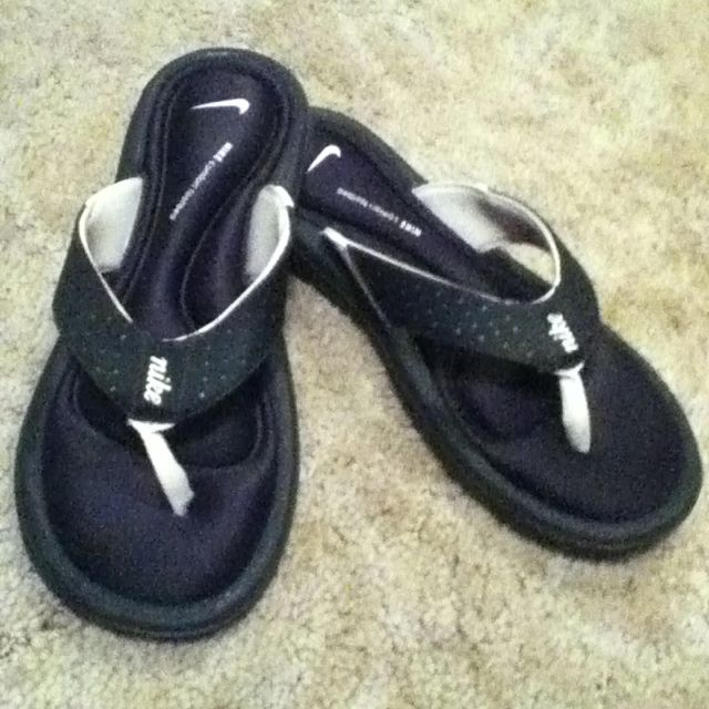 huge discount 0db51 359c4 Nike comfort footbed flip flops! Love them... | Fashion/My ...