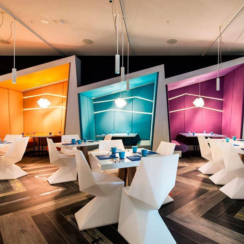 Le Barazzi Tour Vous Emmene En Australie Arret Obligatoire Au Matisse Beach Club Des Couleurs Incroyables Un En 2020 Mobilier Design Chaise Design Mobilier De Salon