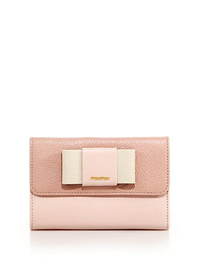 247cfb173456 We love a pink clutch