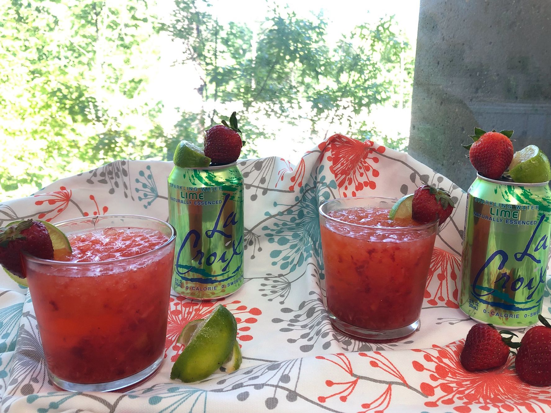 How to make an easy and light strawberry daiquiri using