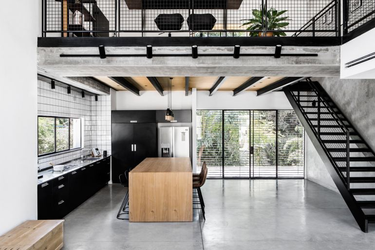 Modern Industrial House Incorporates A Cozy And Livable Feel With Exclusive Raw Materials Industrial Home Design Industrial Interior Design Industrial House