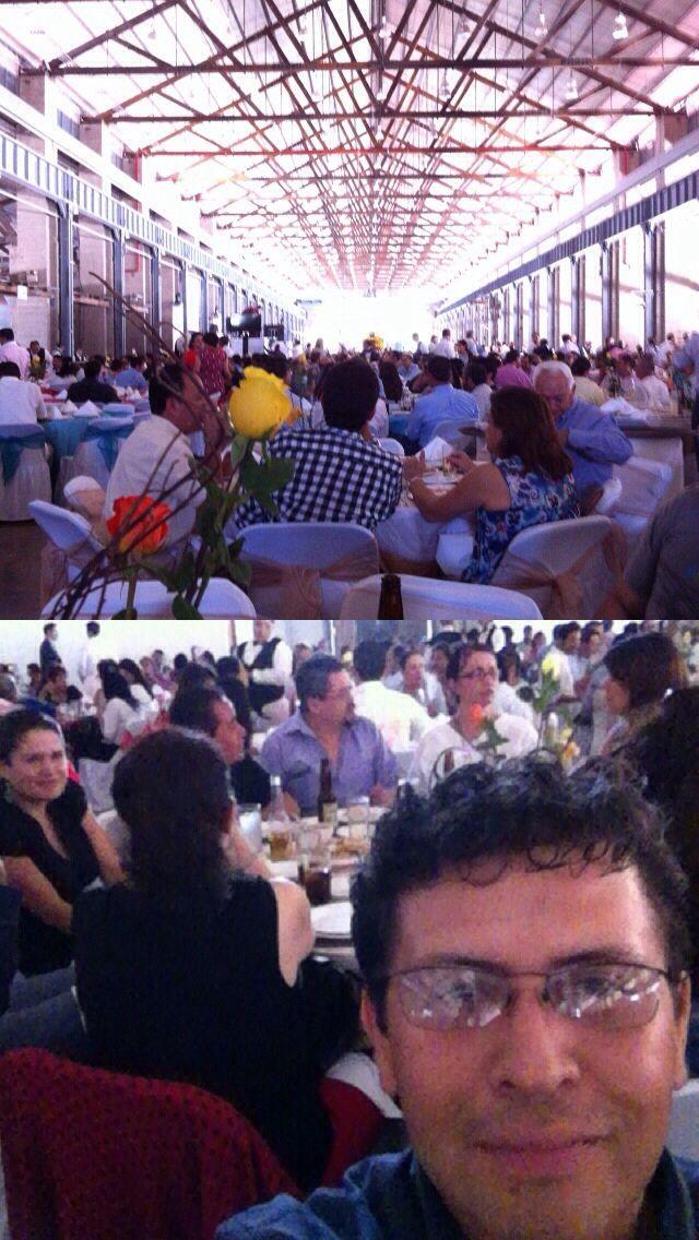 En la comida del #DiaDelMaestro de la #UAA conviviendo con la familia académica. At Salón de Locomotoras Tres Centurias.