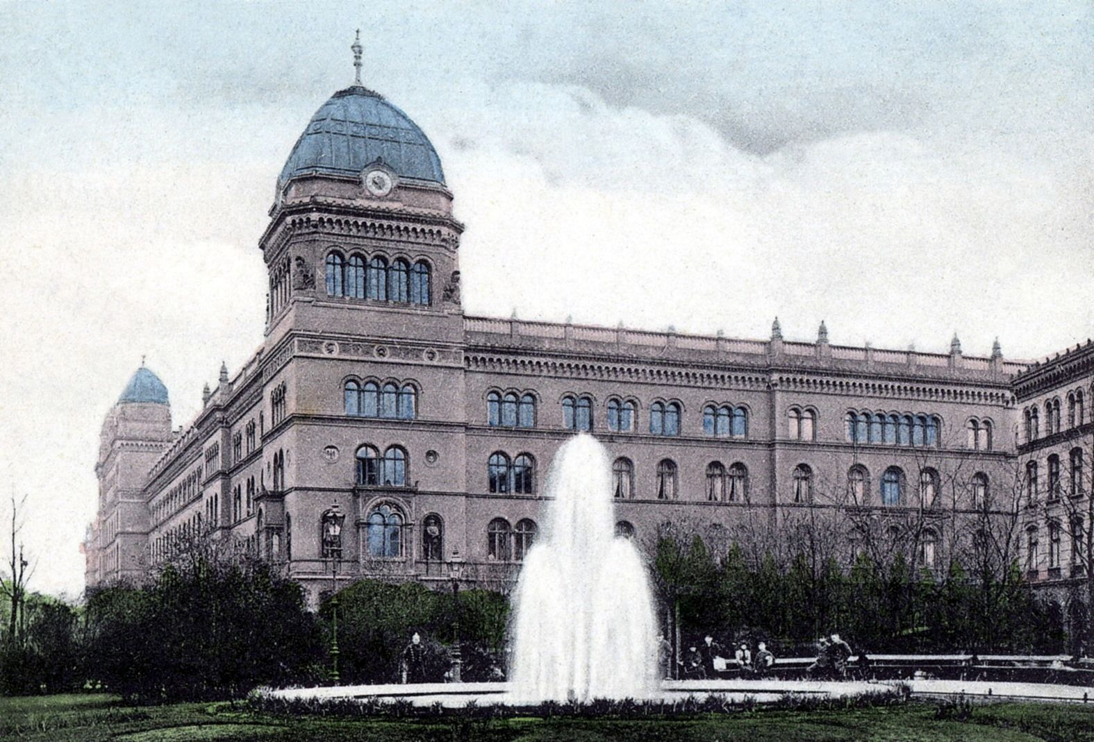 1910 Berlin Das Konigliche Polizeiprasidium Gettyimages Co Uk In 2020 Berlin City Berlin Historical Pictures