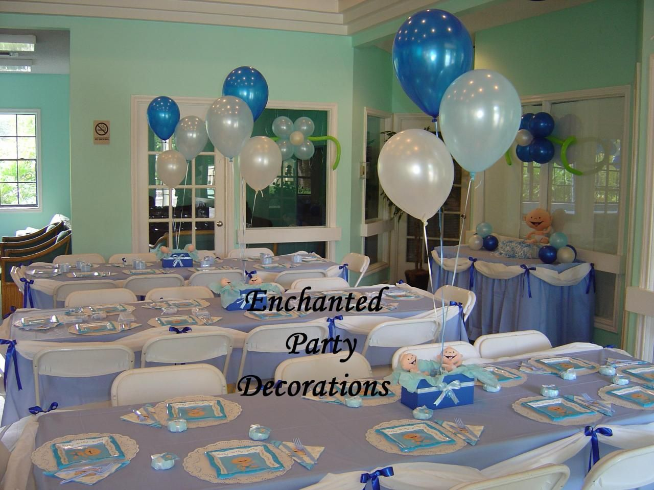 Baby shower decorations table baby shower for Baby shower modern decoration