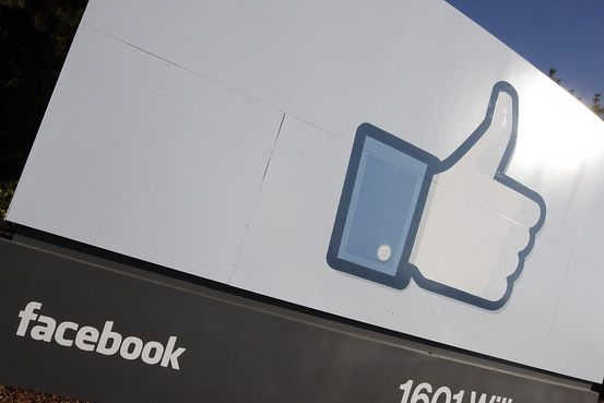 Facebook saldría a bolsa en mayo.  http://online.wsj.com/article/SB10001424052702303404704577309981765895136.html?mod=WSJS_inicio_section_Tecnologia