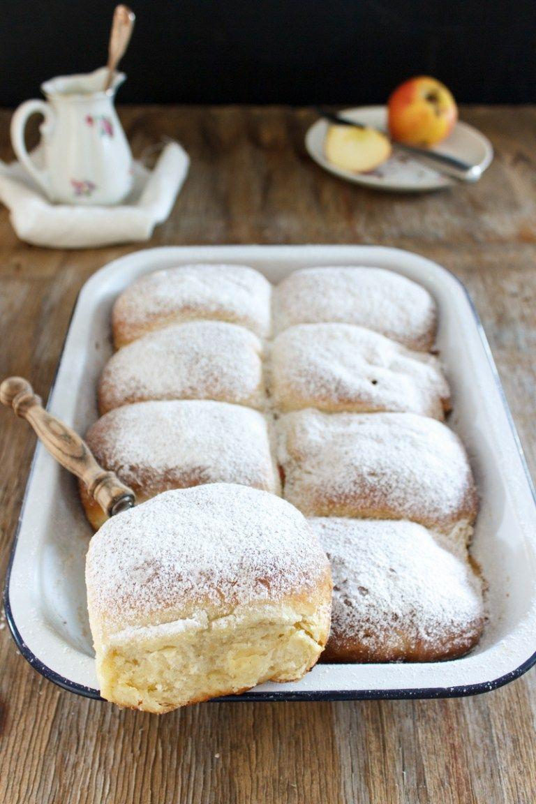 Rezept für Buchteln mit Bratapfel-Käsekuchen-Füllung #dampfnudelnrezept