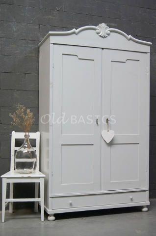 Witte Brocante Linnenkast.Linnenkast 10224 Prachtige Brocante Linnenkast In Een