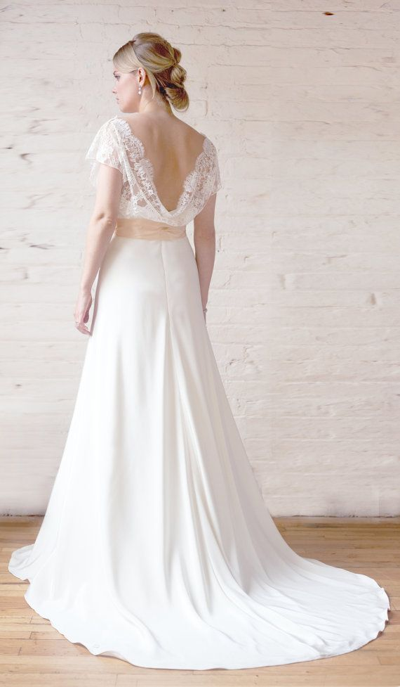 Chantilly Lace and Silk Crepe Bias Wedding Gown di rschone su Etsy