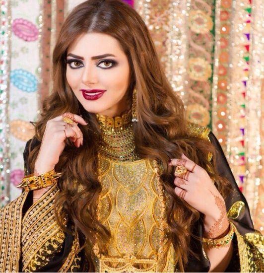 e77407a898809 Traditional Arabic attire. Jalabiya and jewellery from the Arabian Gulf. By  Emirati fashion designer Shamsa Al Muhairi.  UAE  khaleeji