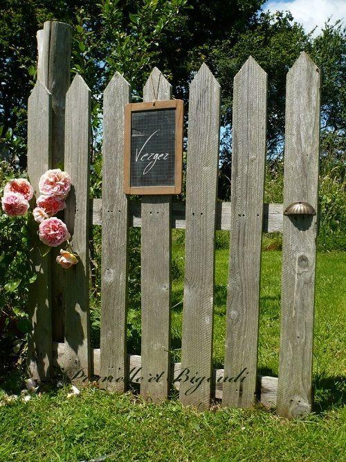 La porte du jardin avec de la palette jardin pinterest portes du jardin les palettes - Petite cloture jardin ...