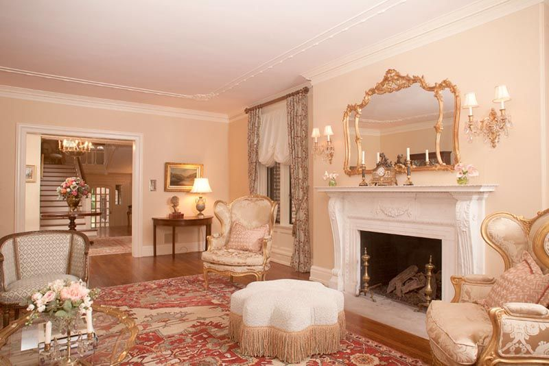 Luxurious Living Room Decor With Louis Xv Mirror Above Stately
