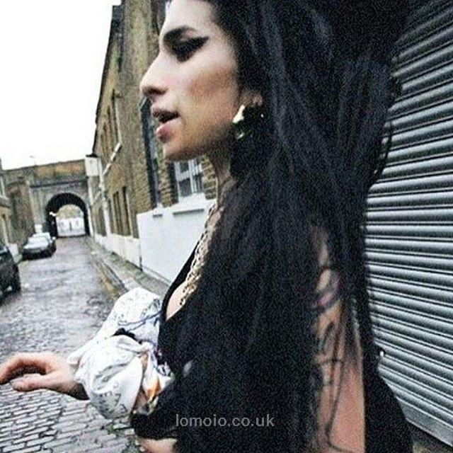 Enjoy The Pictures And Download The Music Iomoio Http Www Iomoio Co Uk Bonus Php Amazing Amy Winehouse Amy Winehouse