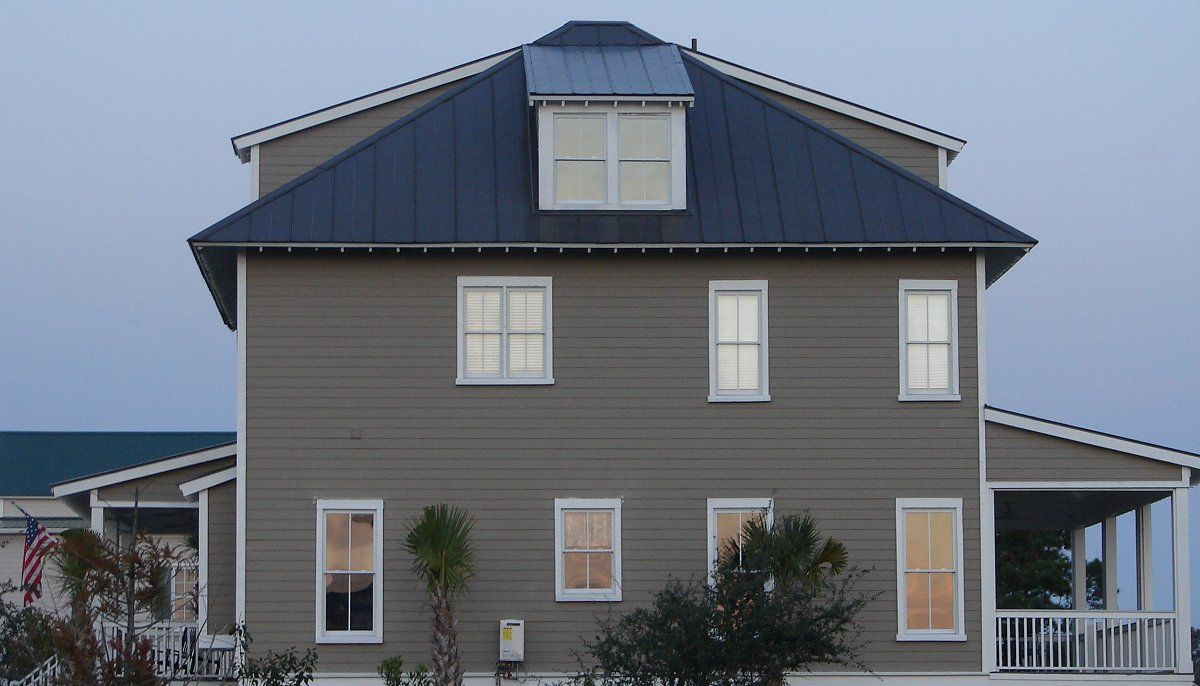 Best Metal Roof On Grey Siding Home Accurate Metal Roofing 400 x 300