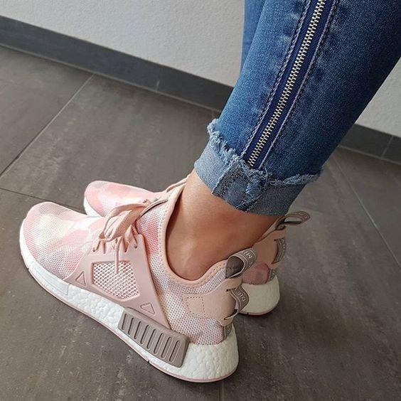 Без них не обойтись: 12 пар модных кроссовок на осень ...