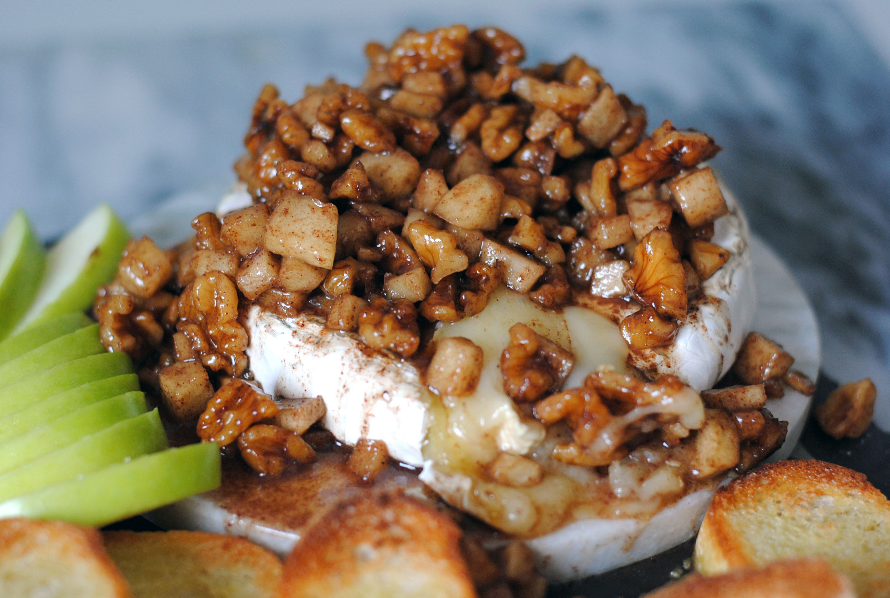 apple walnut baked brie  recipe  baked brie yummy