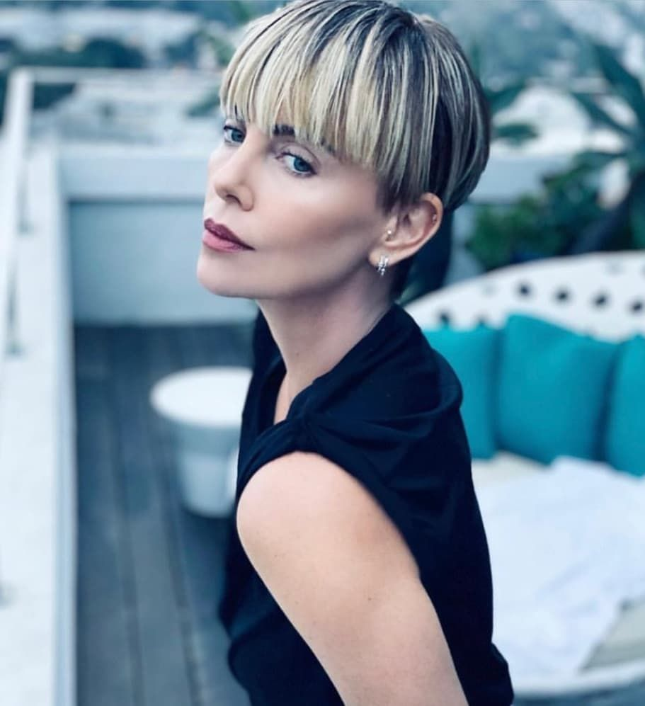Cropped2perfection On Instagram My Page Is Fast Becoming A Tribute Page To Charlize Stunning Bowlcut Hair By Hairby Frisuren Frisuren Kurz Pixie Mit Pony