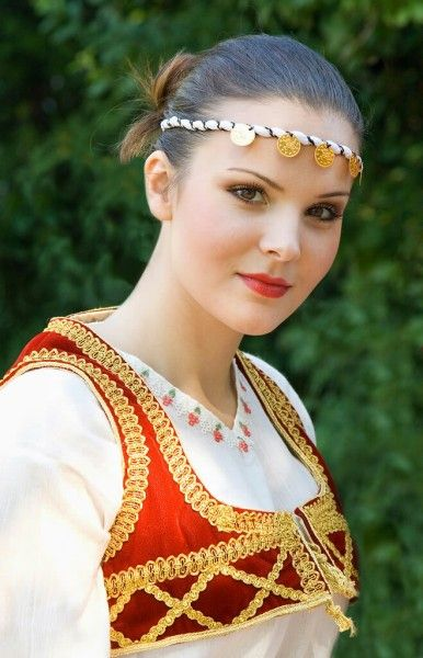 Classify Serbian Girls In Traditional Costumes-7115