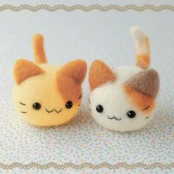 Felt kitties ~ no pattern, but i imagine if you made a felt ball (from 4 pieces is easiest) added ears and a tail (at the seams where the 4 pieces meet), you'd achieve something similar :)