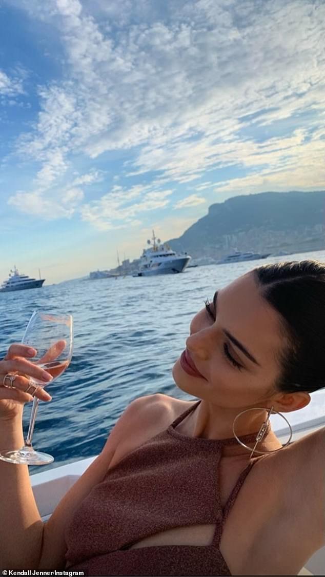 Photo of Kendall Jenner flaunts her svelte bikini body as supermodel enjoys 'the single l…