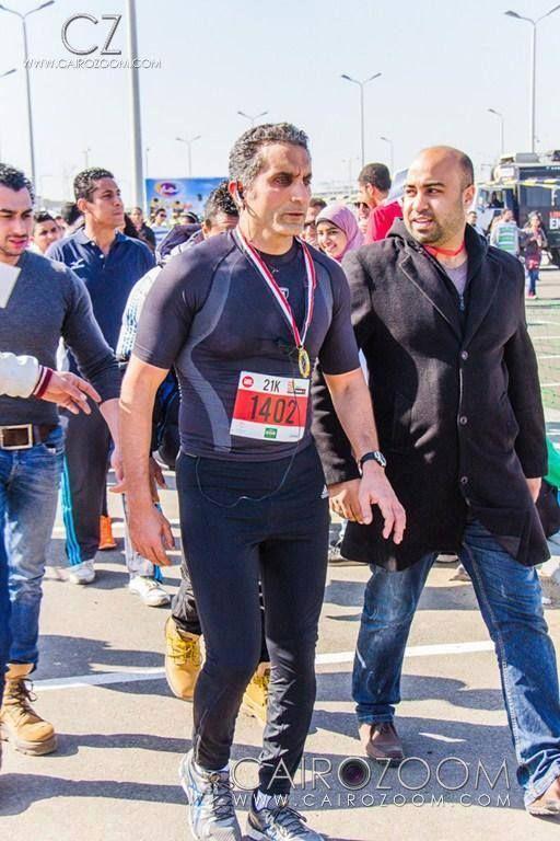 بالصور سخرية على الفيس بوك بسبب بنطلون الفيزون للاعلامى باسم يوسف مقدم برنامج البرنامج مذهل فى الماراثون Fashion Style Punk
