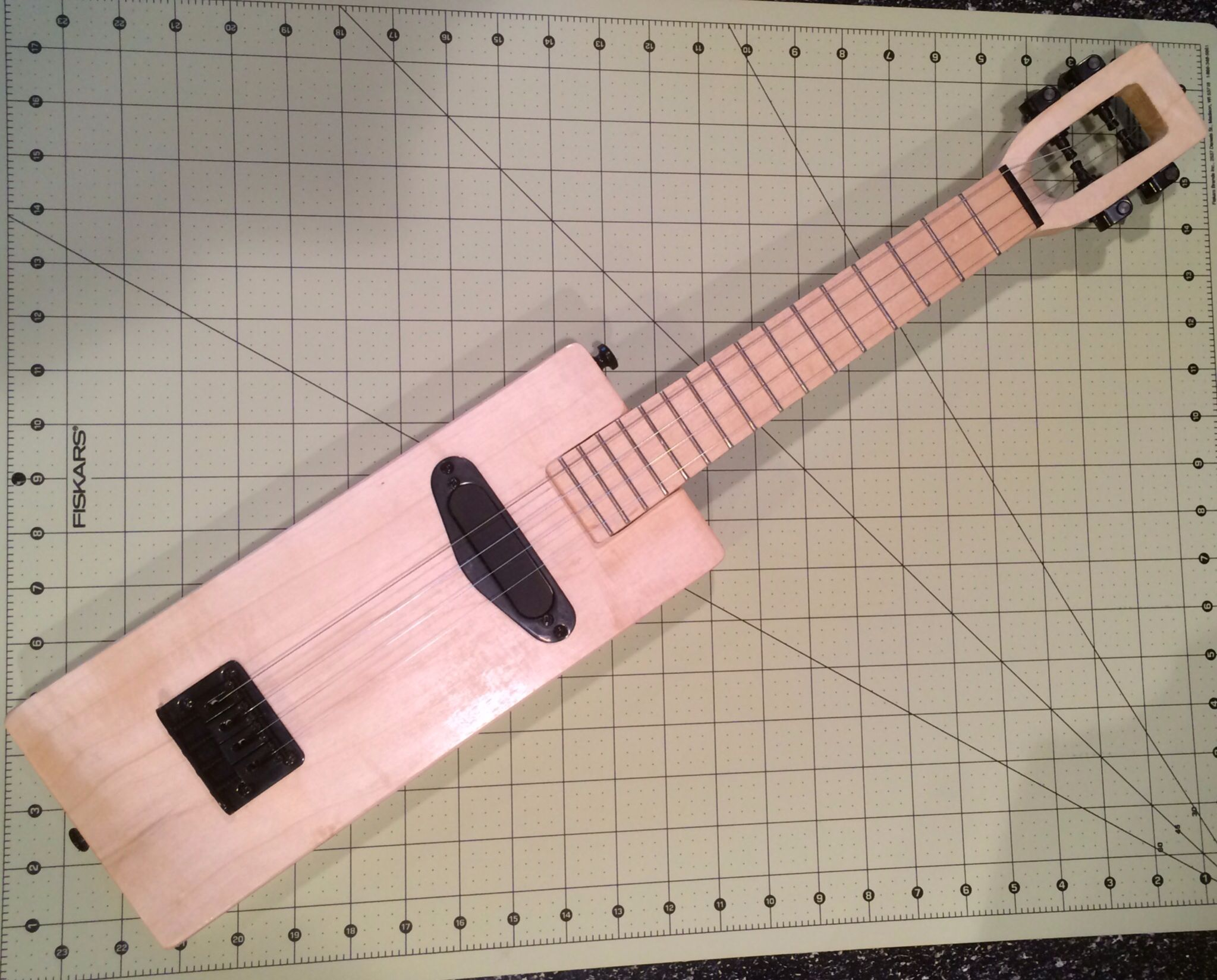 basic electric ukulele free plans coming soon my ukulele projects ukulele cigar box. Black Bedroom Furniture Sets. Home Design Ideas