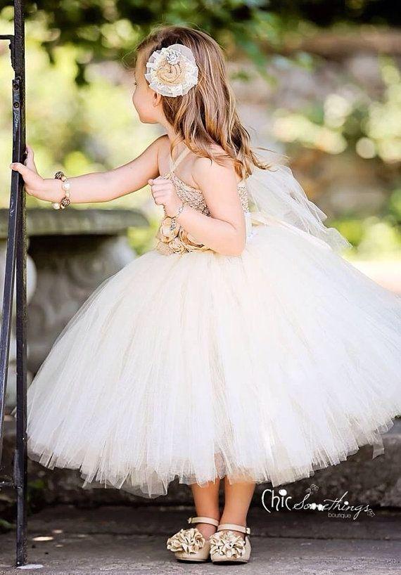 Linda paje para tu boda este 2015. Encuentra más inspiración en http://bodatotal.com/