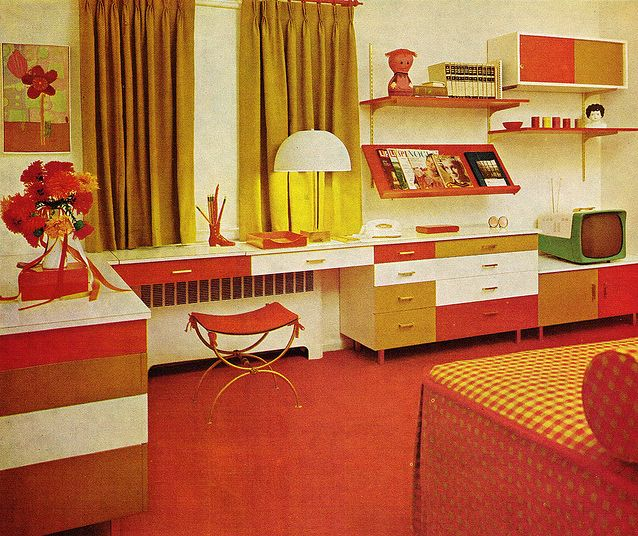 Orange 70s bedroom practical encylopedia of good for Mobilia anos 70