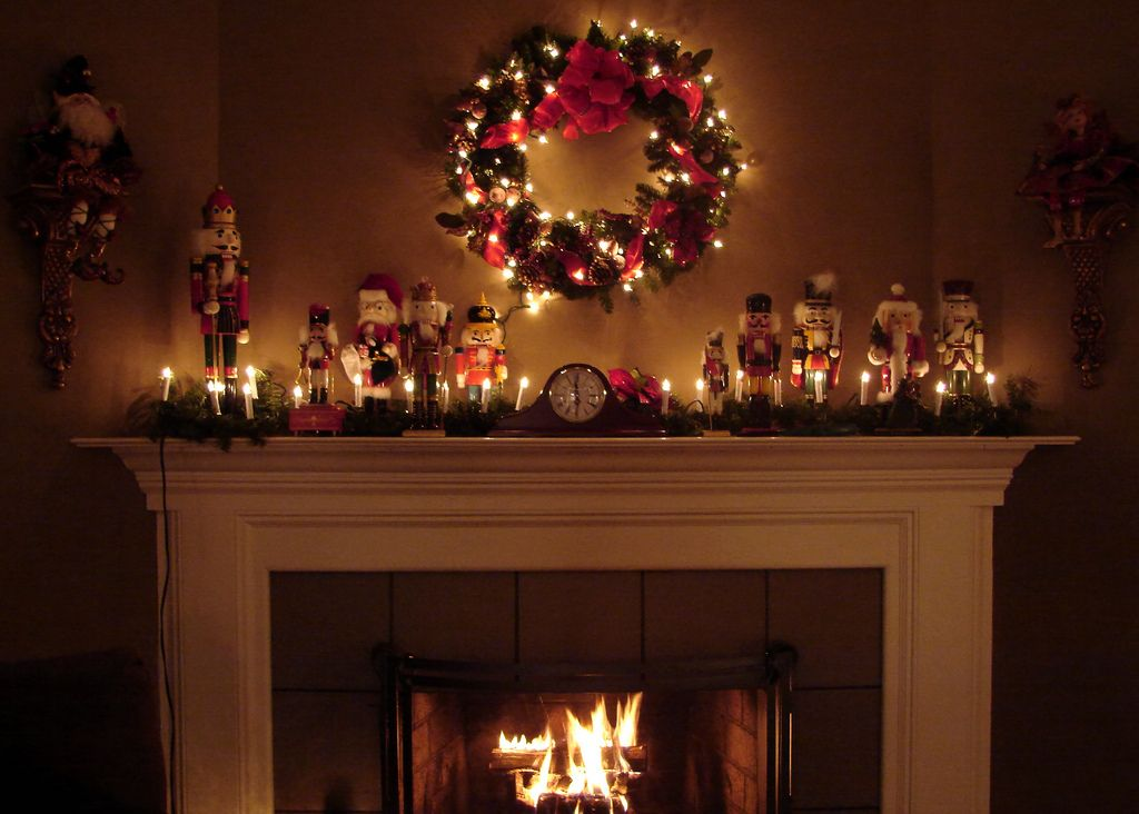 12 Christmas Mantel Ideas Mantel ideas, Christmas mantels and Mantels