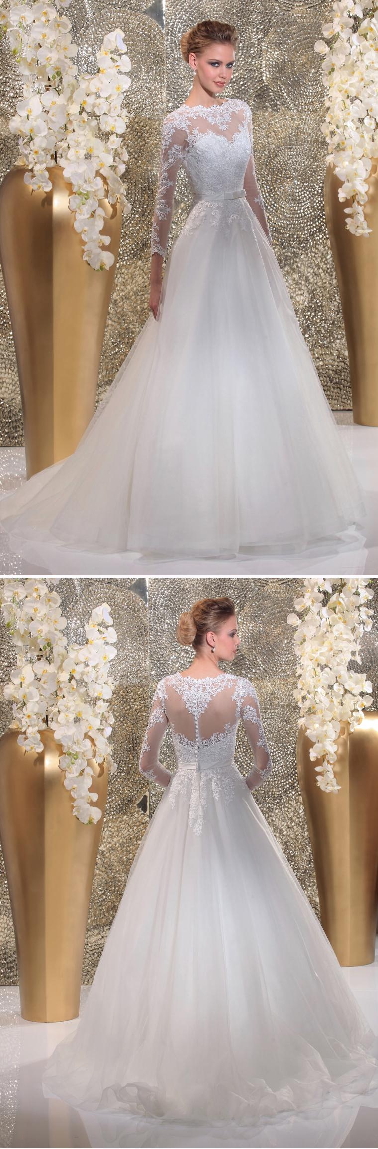 """Isabel de Mestre - Gold Label Kollektion 2016: Brautkleid """"Laguna"""" mit transparenten und bestickten Ärmeln mit Spitze und tollem Rückenausschnitt in Herzform."""