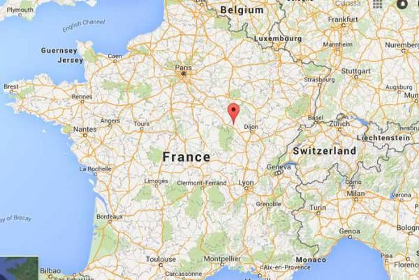 9 Charming Towns In France | France | France map, France ...