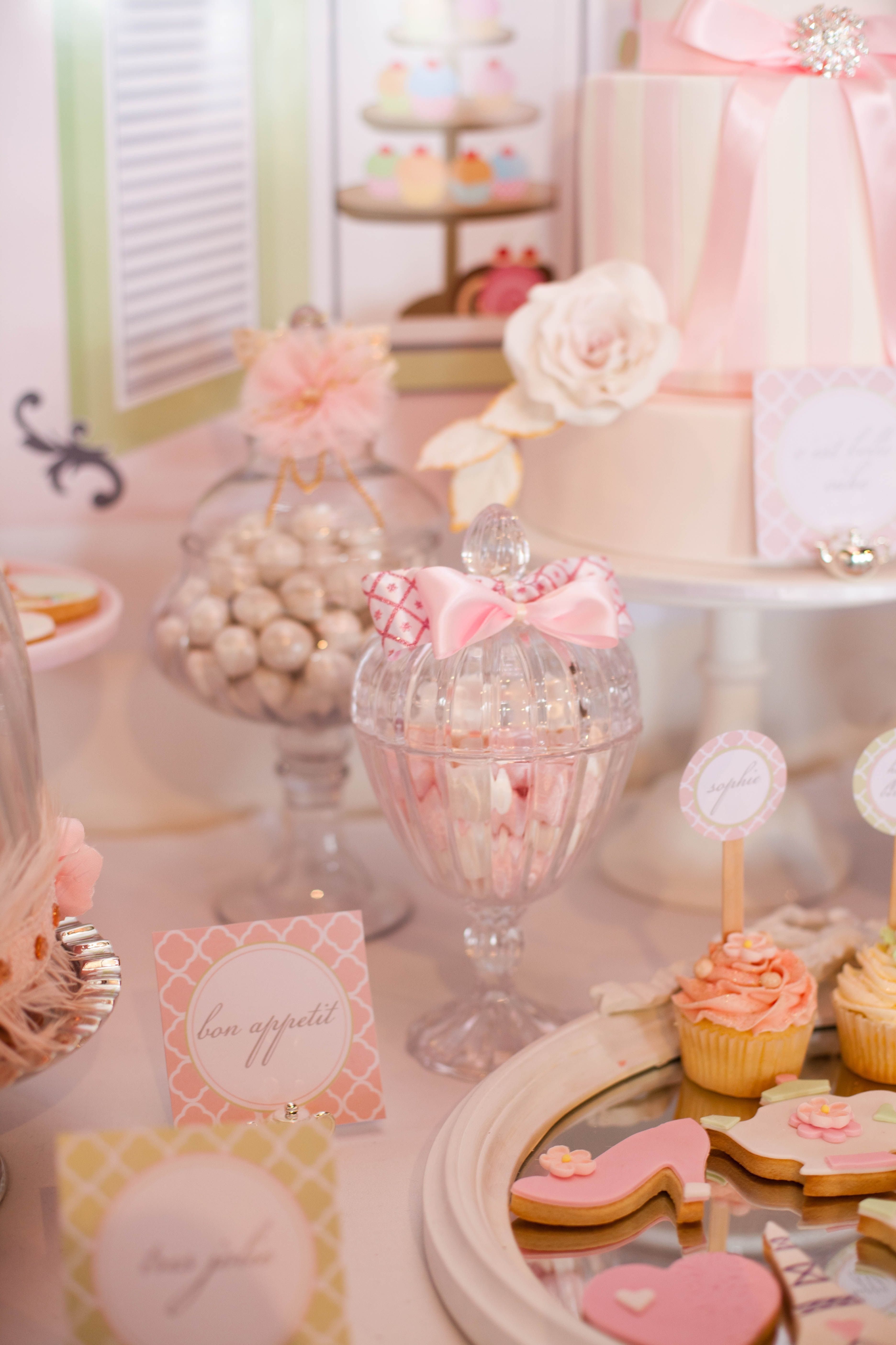 Vintage French patisserie party by Little Big Company | Fiestas ...