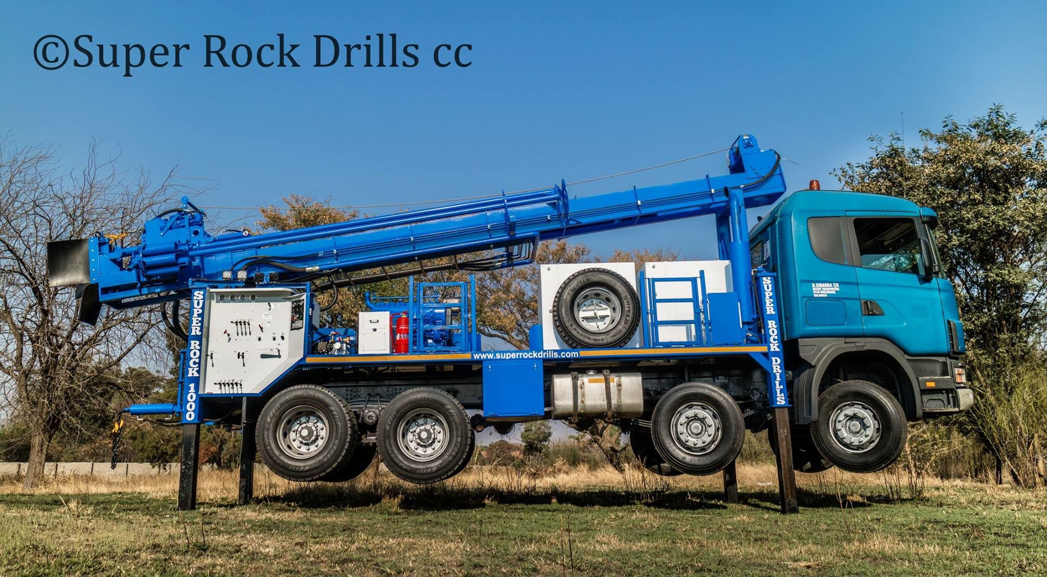 A Super Rock 1000 Water Well Drill Rig With Images Water Well Drilling Drilling Machine Drilling Rig
