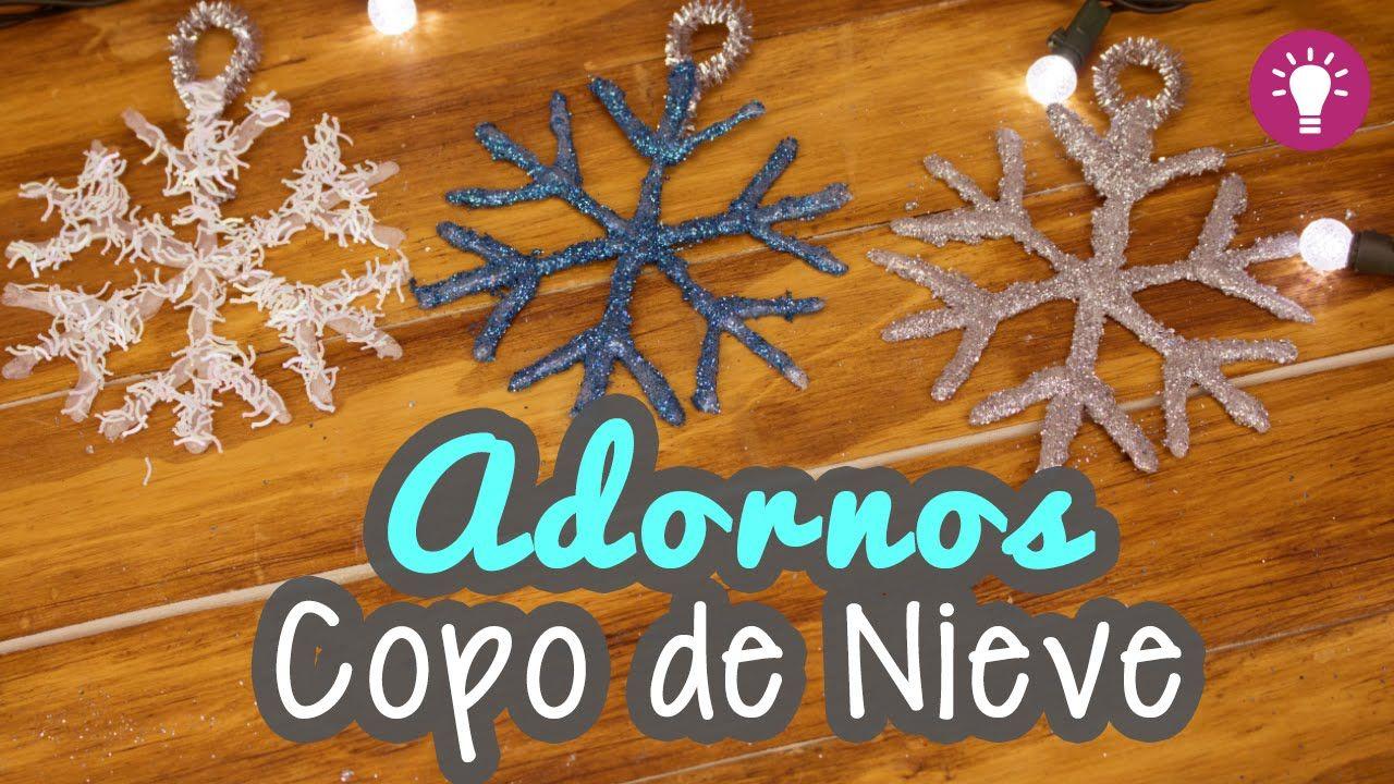 Adorno fácil para nuestro arbolito de Navidad y decorarlo!! Aprende a hacer estos lindos copos de nieve con silicón y diamantina!! ♥♥♥ Sí te gusto este video...