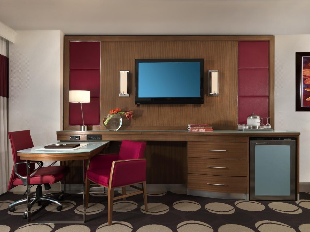 The Mirage Las Vegas Usa Hotel Decor Mirage Hotel King Bedroom