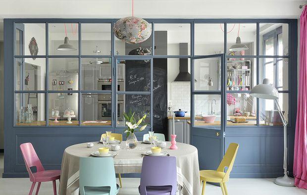 Dividere soggiorno e cucina con una vetrata house ideas for Porte per dividere ambienti