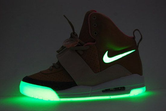 air yeezy glow in the dark