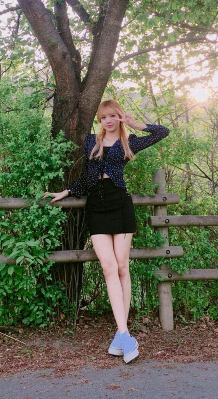 Lalisa Manoban Blackpink Ayo Kenalan Yuk Sama Lisa Blackpink Fashion Fashion Kpop Fashion