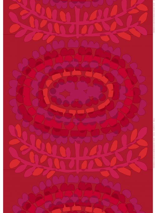 Pienen kukan suurta kauneutta. Yksi unohtumaton pikkuruinen kukka inspiroi Masaru Suzukia suunnittelemaan värikkäänä hehkuvan Sylvia-kuosin. Suurikokoinen soikionmuotoinen kuvio voidaan pingottaa kehyksiin, ja se taipuu myös pussilakanoiksi tai verhoiksi. Ota ompelukone esiin ja tekaise juhliin uniikki Sylvia-mekko – toista samanlaista ei tule vastaan! Materiaali sataprosenttista puuvillaa.MARIMEKKO