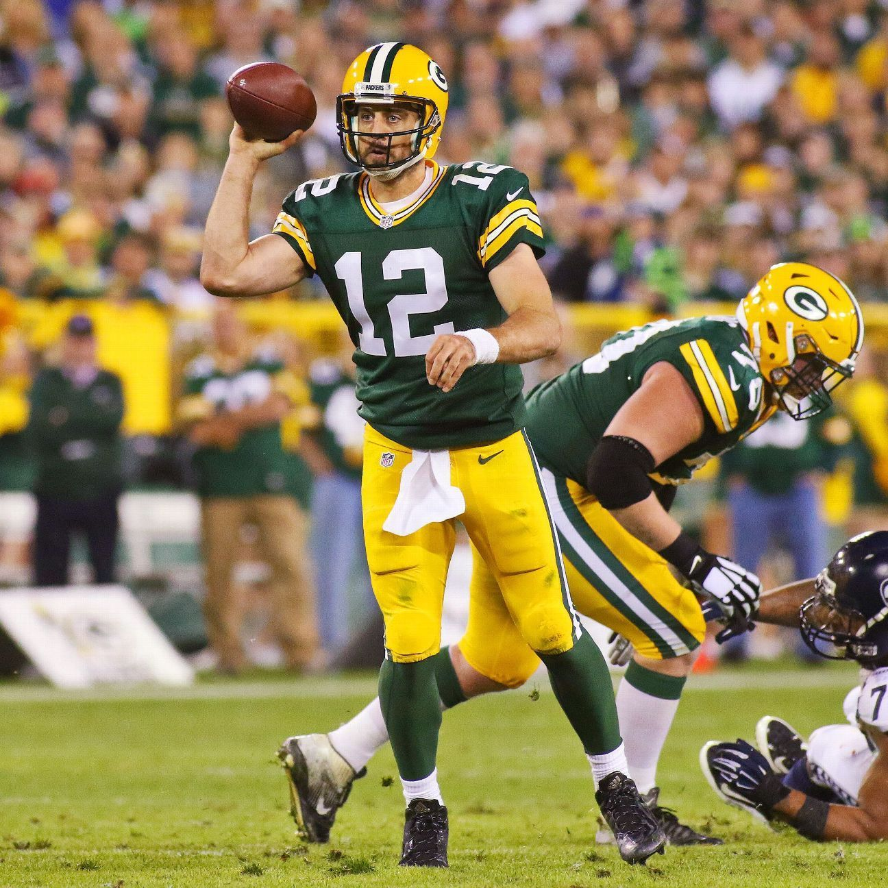 Aaron Rodgers Delivers Epic Fourth Quarter Drive To Beat Seahawks Green Bay Packers Blog Green Bay Packers Fans Packers Vs Seahawks Green Bay