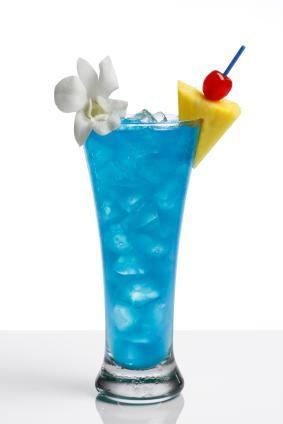 Blue lagoon cocktail rezept  Blue Hawaiian #2 Ingredients 1 ounce plus 2 teaspoons white rum 4 ...