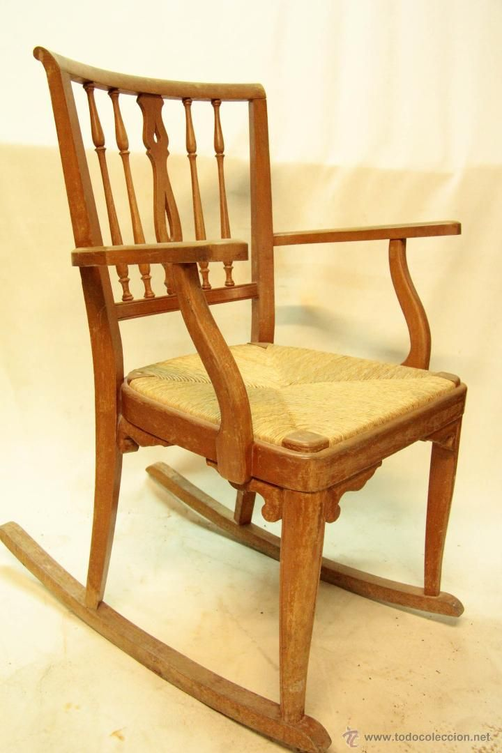 Antigua mecedora sill n de madera dispongo de mas iguales for Mecedoras ikea precios