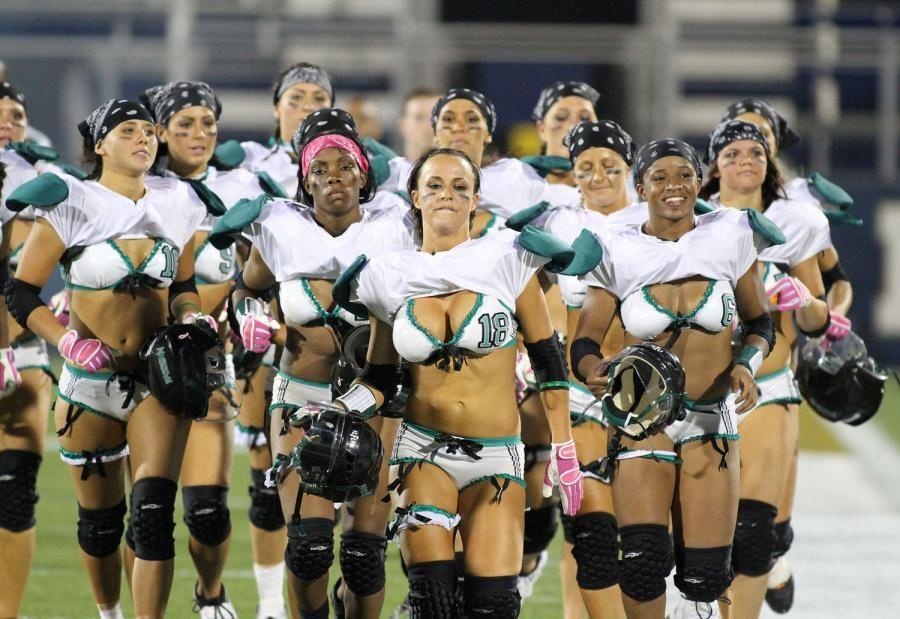 lingerie football kleiderschrank fehlfunktionen