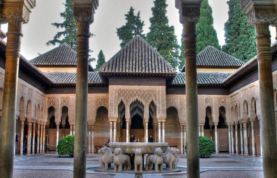 La Alhambra,patio de los leones,Spain